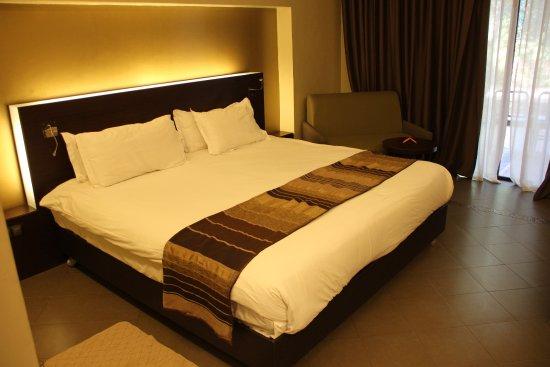 Chambre et lit king-size - Bild von Kenzi Club Agdal Medina ...
