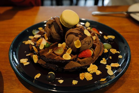 Les Patisseries Cafe: Chocolate Indulgence.