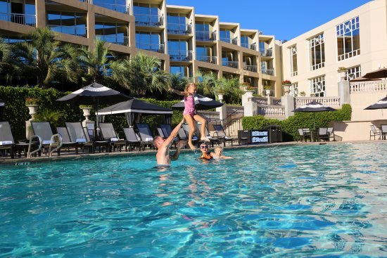 Outdoor Pool and Torrey Pines Golf Course - Picture of Hilton La Jolla Torrey Pines - Tripadvisor