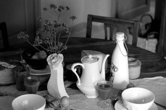 Auriac de Bourzac, France : petit déjeuner à l'intérieur