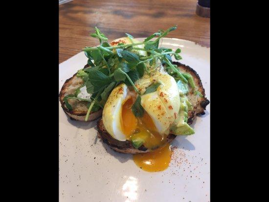 Highworth, UK: Eggs benedict served with smashed avocado