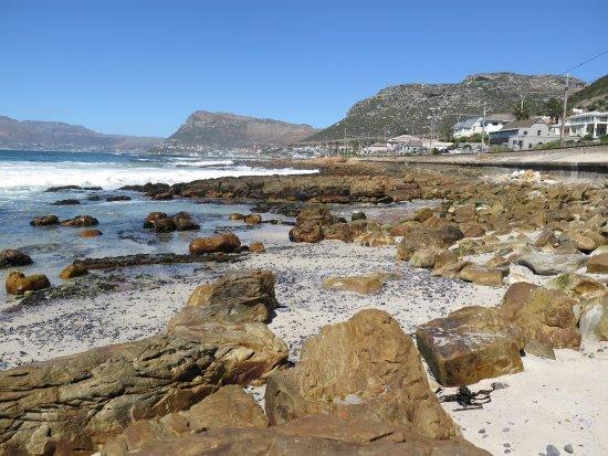 St. James, Sudáfrica: Från stranden mot Kalk bay