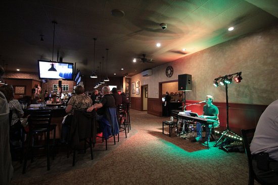 Ware, MA: Live entertainment every Friday and Saturday Night!