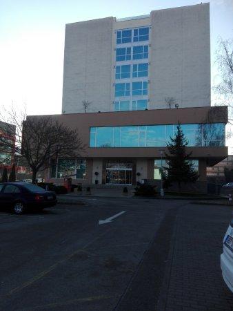 Avanti Hotel: esterno dal parcheggio esterno