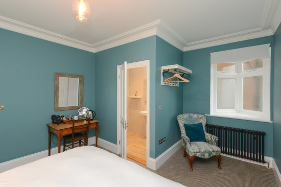 Bay Tree Hotel: Room 2, Hazel, with oriel window offering partial sea view