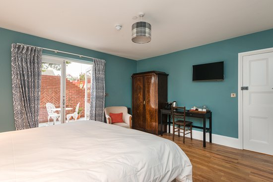 Bay Tree Hotel: Room 1, Willow, ground floor accessible and dog friendly with private terrace