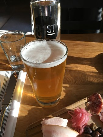 San Mateo, Kalifornia: Beer and charcuterie board