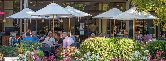 Village Square Cafe: Outdoor dining