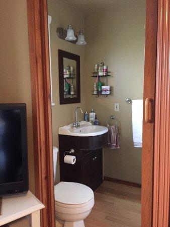Money Pennies B&B: Full bathroom in Western Room with  tub.