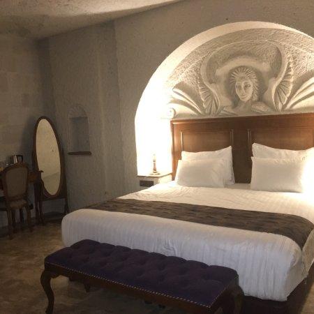 Artemis Cave Suites Photo