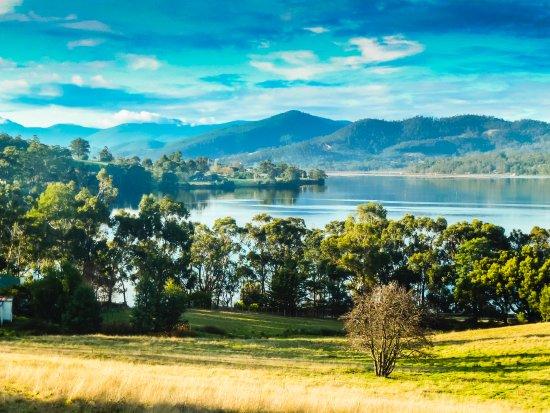 Castle Forbes Bay, Austrália: View of the Huon River