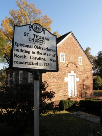 Bath, Caroline du Nord : Though not a part of the state historic site, St Thomas Church welcomes visitors to its sanctuar