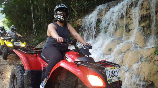 San Jose Succotz, Belize: Waterfalls on our path!
