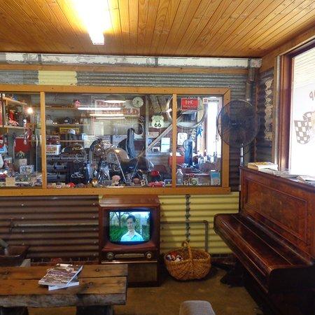 Pitstop Cafe: photo1.jpg