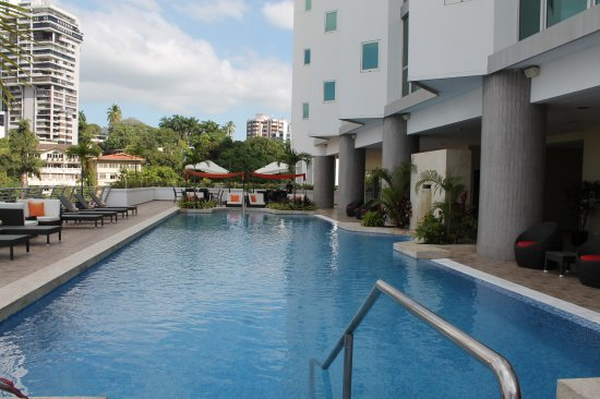 Marriott Executive Apartments Panama City, Finisterre: Lots of loungers. Clean pool.