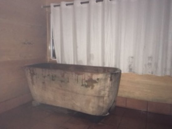 Topas Riverside Lodge: Tub for the herb bath