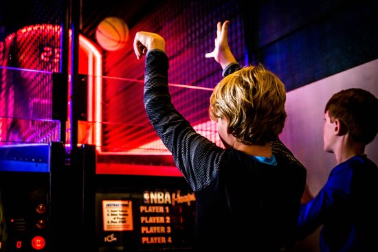 Grand Station Entertainment: Challenge your friends to exciting games!