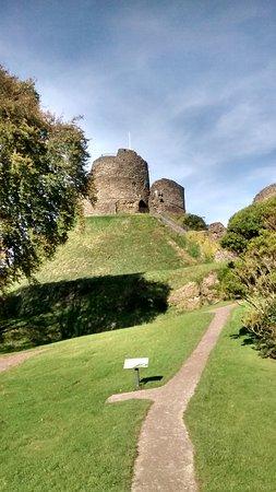 Launceston Castle: Walk from Visitor's building