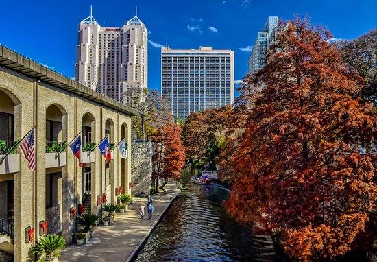 San Antonio Marriott Rivercenter: Stay steps from the River Walk