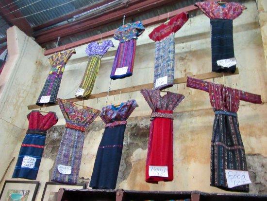 Nim Po't Centro de Textiles Tradicionales: Traditional clothing