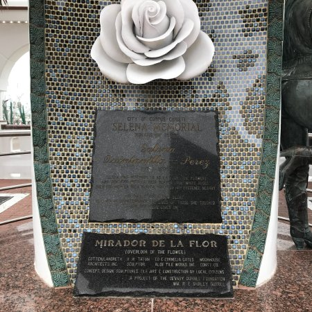 Mirador del Flor / Selena's Seawall Statue : photo1.jpg