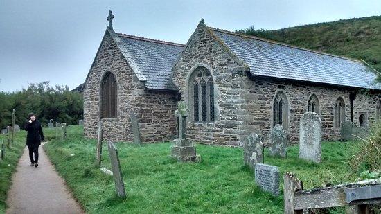 Gunwalloe, UK: St. Winwaloe