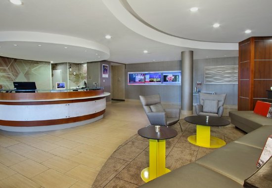 SpringHill Suites Madera: Lobby
