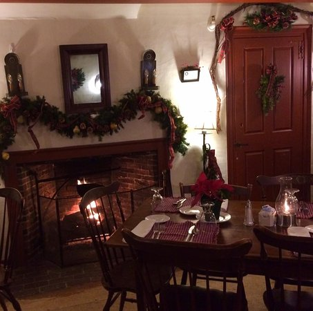 Sudbury, MA: We scored a table right near the fireplace! It was a treat on a cold Winter's night!