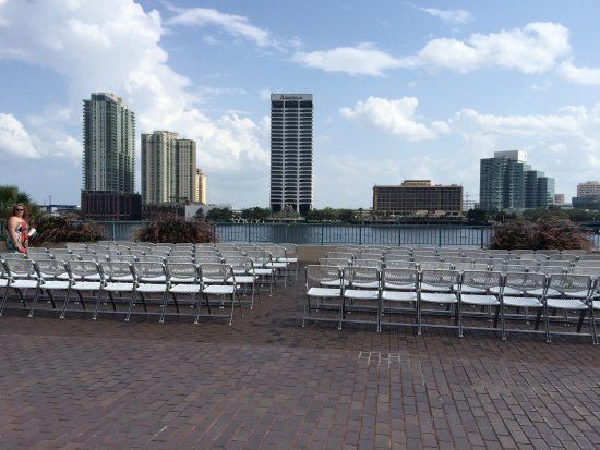Hyatt Regency Jacksonville Riverfront: The hotel has an area for guests to sit & view the July 4th fireworks