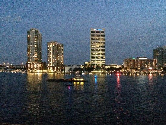 Hyatt Regency Jacksonville Riverfront: View of the Jacksonville Skyline at night & the St. Johns River