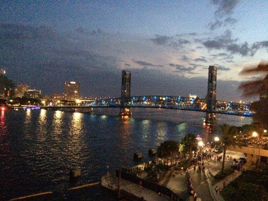 Hyatt Regency Jacksonville Riverfront: View of the Main Street Bridge.