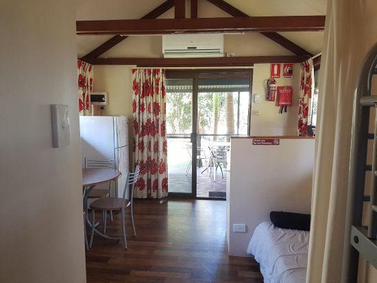 Wooli, Australia: View of Garden Cabin from the double-bunk bedroom. Kitchen is behind the bench.