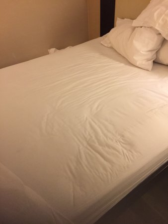 Hilton Garden Inn New York Times Square Central Bed After I Removed The Bedspread