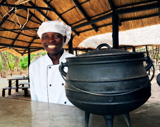 Hwange, Simbabwe: Chef Taz at Gobelo Bar & Grill
