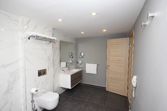 Gümüslük, Tyrkia: Boutique Hotel Family Suite Bathroom