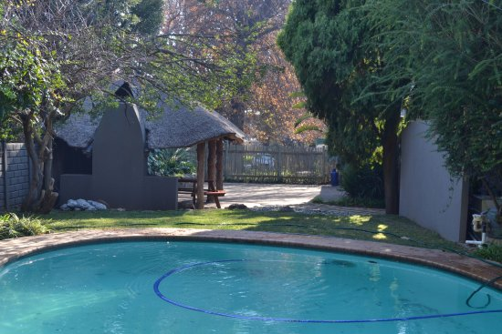 Benoni, South Africa: Outlook Lodge Lakefield Pool