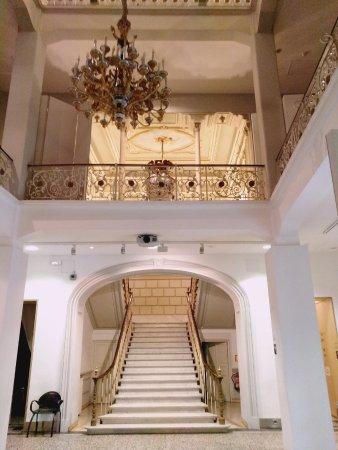 Museo Nacional de Artes Decorativas: Escalera.
