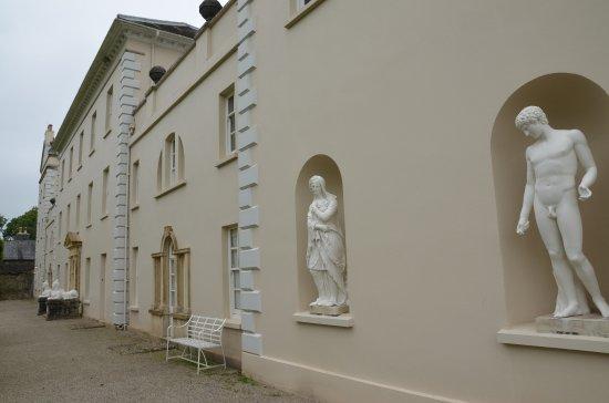 Saltram (National Trust): Skulpturen am Haus