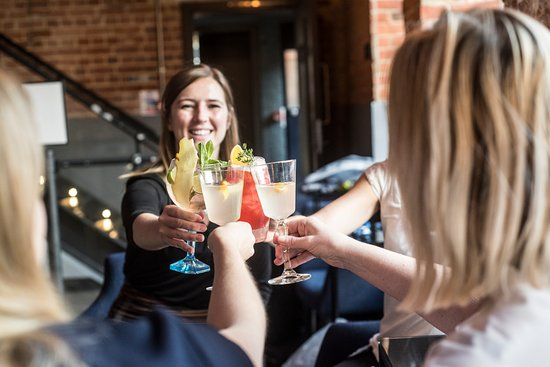 Whitchurch, UK: Enjoy your complimentary cocktail in the Mill Bar