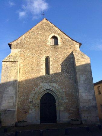 Jaunay-Clan, France: Un édifice remanié mais très intéressant