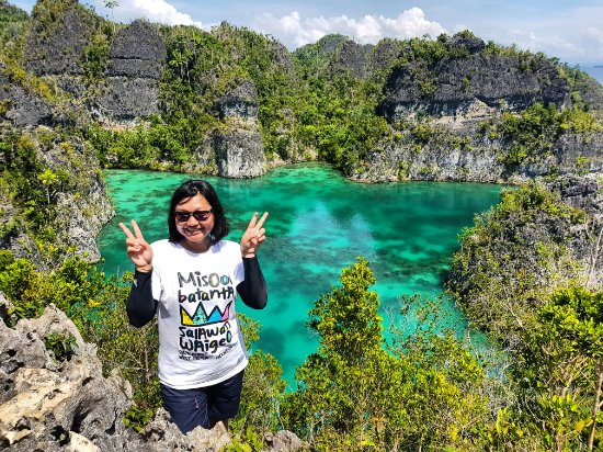 Raja Ampat Tour & Travel