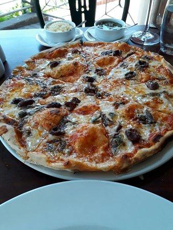 Umdloti, South Africa: Sicilian pizza