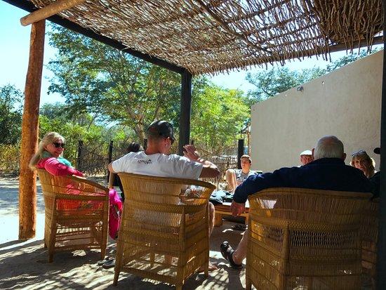 Hwange, زيمبابوي: Outdoor Lounge