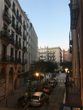 Catalonia Born: Quaint street with immediate access to attractions
