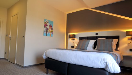 Chambre king-size - Picture of Hotel L\'Amandier, Libramont - TripAdvisor
