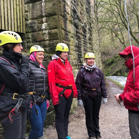 Peak District National Park, UK: A freezing cold day in February but we had the best time ever! Pete was a fantastic guide - quic
