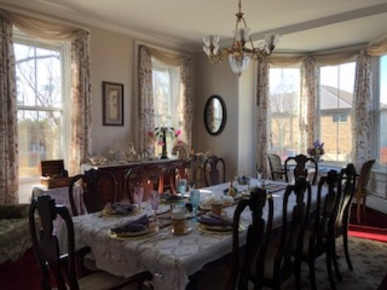 Cloran Mansion Bed & Breakfast : Newly decorated for a fresh new look