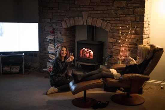 Gilwern, UK: Snuggle up in front of our log burner and plan the following days activities