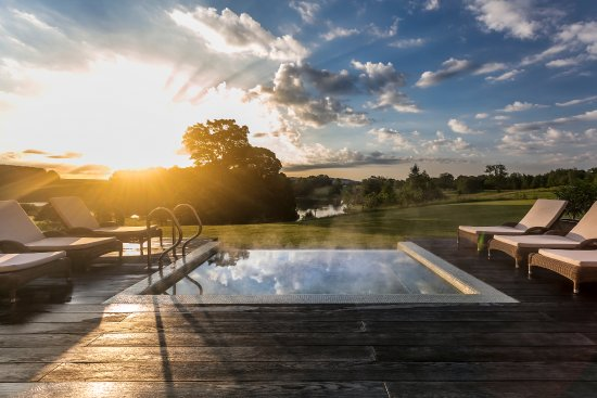 The Coniston Hotel Country Estate & Spa: Outdoor Vitality Edge Pool