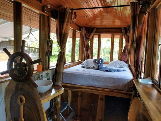 Playa Matapalo, Costa Rica: Double Room with Mountain View: Room is width of double bed!
